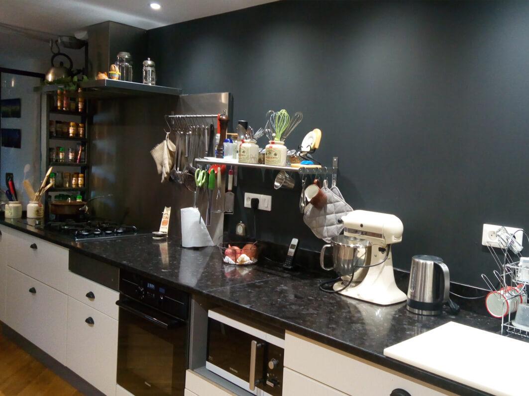 mise en lumi re pour cette cuisine presque professionnelle anne marie vannier designer couleur. Black Bedroom Furniture Sets. Home Design Ideas