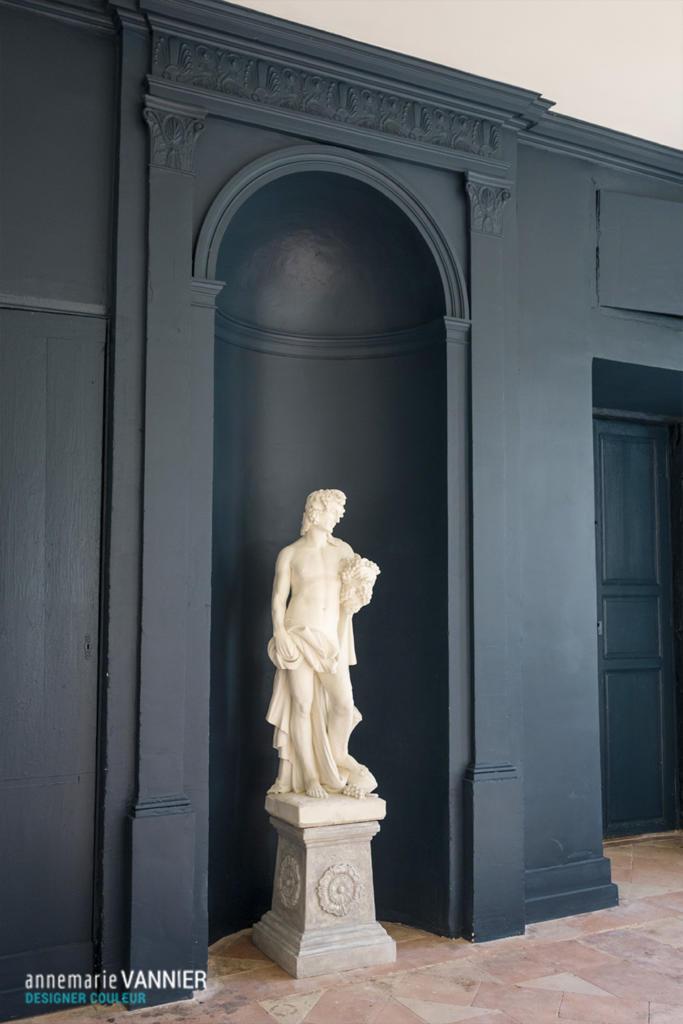 Niche noire - Statue